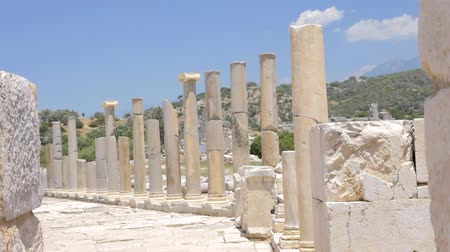 local de nascimento : Colonnaded street of ancient greek agora in Patara, Turkey