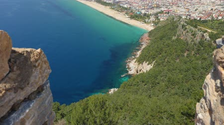 conhecido : Castle of Alanya built on rocks and beach of Cleopatra. Beautiful city view of Alanya, Turkey