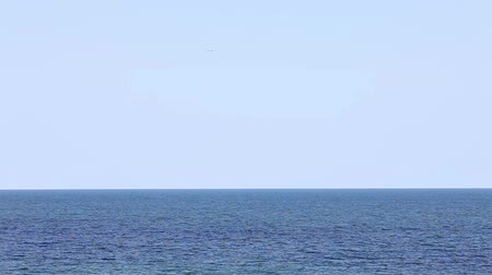 horizont : Blue sea, ocean with waves on the horizon Stock mozgókép