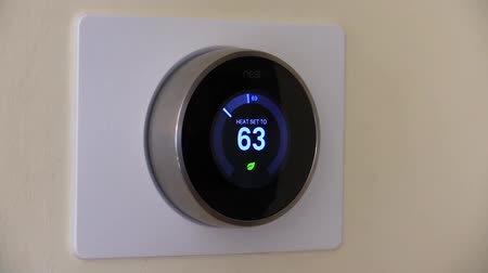 hnízdo : Nest thermostat for green living, energy conservation Dostupné videozáznamy