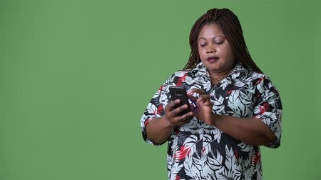 zsinórra : Overweight beautiful African woman against green background