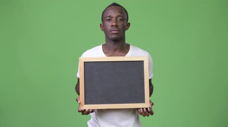 lousa : Young African man showing blackboard