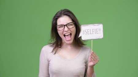 madchen mit mund offen selfie