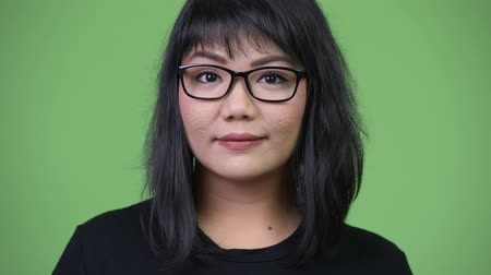 malajské : Beautiful Asian businesswoman against green background Dostupné videozáznamy