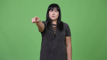 pankáč : Happy overweight Asian woman pointing finger