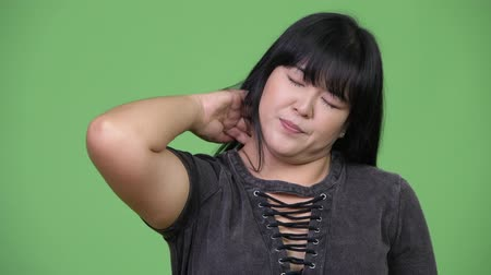 fájdalmas : Beautiful overweight Asian woman having neck pain