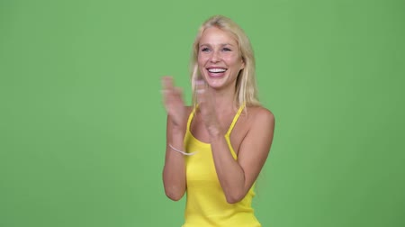 ovation : Young happy beautiful blonde woman clapping hands