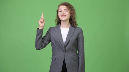 aparat ortodontyczny : Young happy beautiful businesswoman pointing up