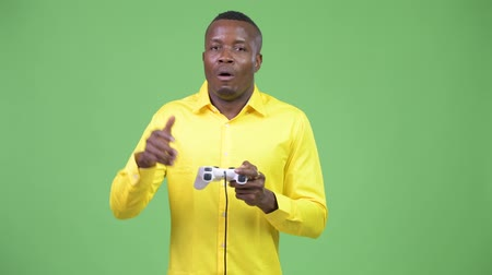 отчаянный : Young African businessman playing games and losing