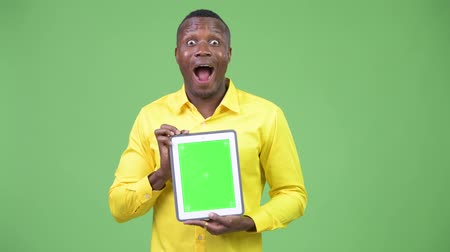 тачпад : Young happy African businessman showing digital tablet