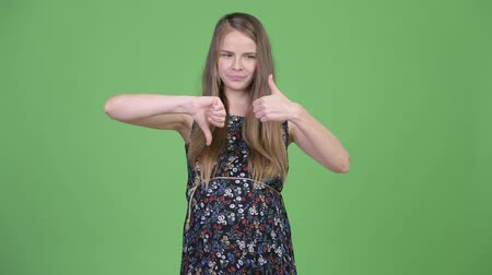 hlasování : Young happy pregnant woman choosing between thumbs up and thumbs down