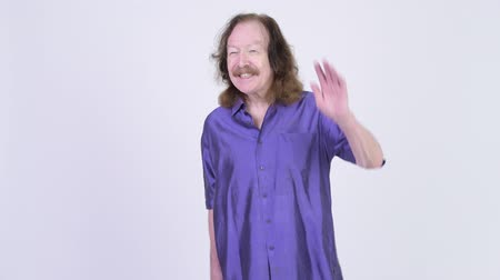 do widzenia : Happy senior man with purple silky shirt waving hand