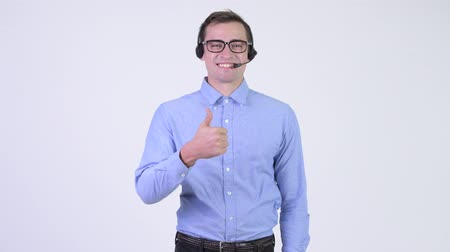 representante : Young happy handsome businessman as call center representative giving thumbs up