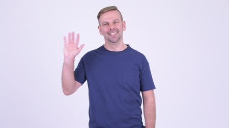sörte : Portrait of happy blonde man smiling and waving hand Stock mozgókép