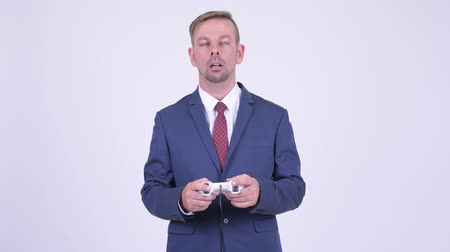 unavený : Tired blonde businessman playing games and falling asleep