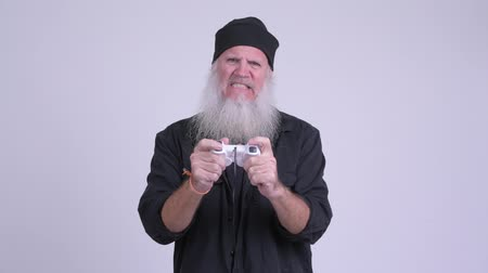 olumsuzluk : Stressed mature bearded hipster man playing games and losing