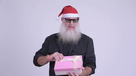 шок : Happy mature bearded hipster man opening gift for Christmas day Стоковые видеозаписи