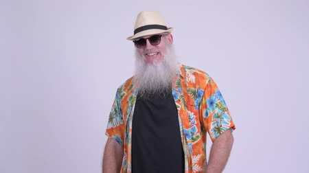 гавайский : Happy mature bearded tourist man with sunglasses smiling Стоковые видеозаписи