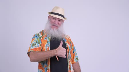 удовлетворения : Happy mature bearded tourist man giving thumbs up Стоковые видеозаписи