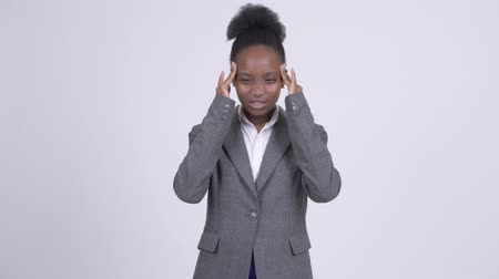 dor de cabeça : Young stressed African businesswoman having headache Stock Footage
