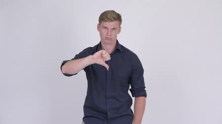 неправильно : Young angry blonde businessman giving thumbs down Стоковые видеозаписи
