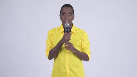 culpa : Young African businessman as host using microphone and making mistake Vídeos