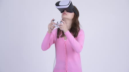 simulace : Young Asian nerd woman playing games and using virtual reality headset