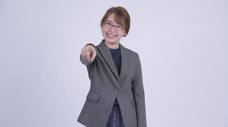 você : Young happy Asian businesswoman pointing at camera