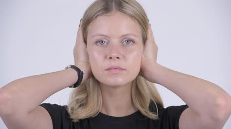 moudrý : Face of young beautiful blonde woman covering ears as three wise monkeys concept