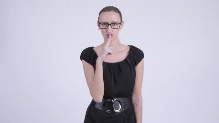 строгий : Portrait of angry blonde businesswoman with finger on lips