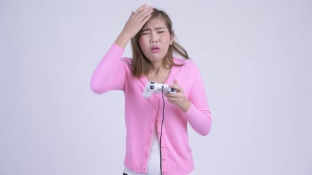 perdedor : Young stressed Asian woman playing games and losing Vídeos