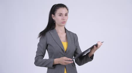 check list : Stressed young businesswoman showing clipboard and giving thumbs down Stockvideo