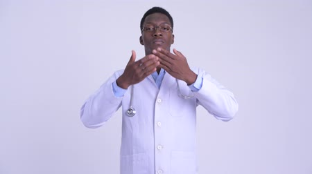 moudrý : Young African man doctor showing speak no evil concept Dostupné videozáznamy