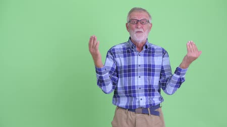 vay : Happy senior bearded hipster man snapping fingers and looking surprised Stok Video