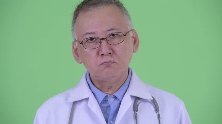 lekarz : Face of mature Japanese man doctor with eyeglasses