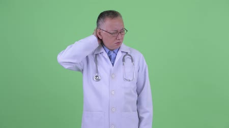 boyun : Stressed mature Japanese man doctor having neck pain Stok Video