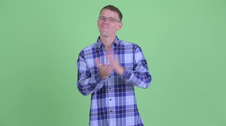 ovation : Portrait of happy hipster man clapping hands Stock Footage