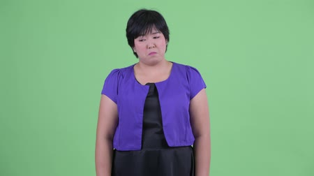 csalódott : Sad young overweight Asian woman giving thumbs down