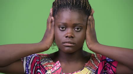 moudrý : Young African woman doing three wise monkeys concept