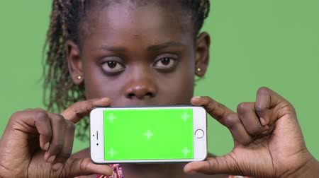 etnia africano : Young African woman showing phone