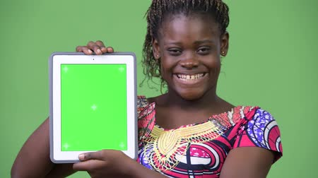 etnia africano : Young African woman showing digital tablet