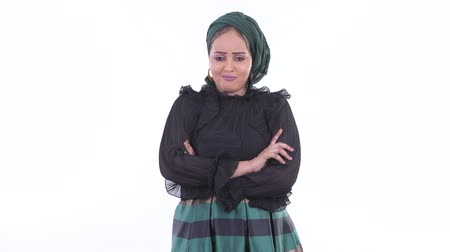 vestido de gala : Stressed young African Muslim woman looking angry with arms crossed