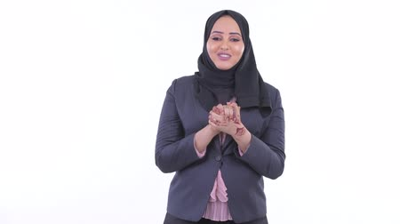 головной платок : Happy young African Muslim businesswoman talking to camera