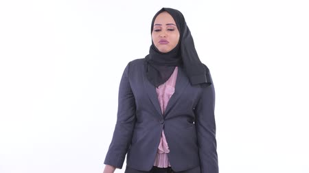 can sıkıntısı : Stressed young African Muslim businesswoman looking bored and tired Stok Video