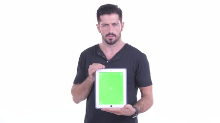 nyomott : Stressed young bearded man showing digital tablet