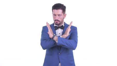 s rukama zkříženýma : Serious young bearded businessman with stop gesture