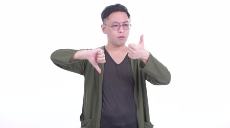vélemény : Confused Japanese man choosing between thumbs up and thumbs down