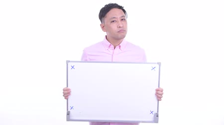 slecht nieuws : Stressed Japanese businessman holding white board and getting bad news Stockvideo