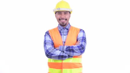 armen over elkaar : Happy bearded Persian man construction worker smiling with arms crossed