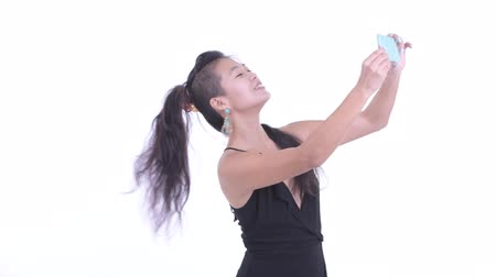 mulheres adultas meados : Happy beautiful Asian woman taking selfie Vídeos